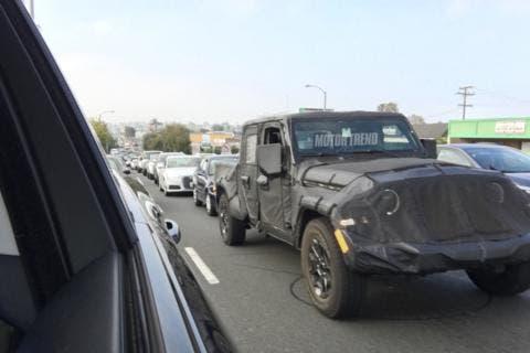 Jeep Scrambler foto spia Motor Trend