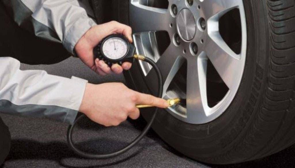 Controllo Pressione Pneumatici Auto Sicurezza