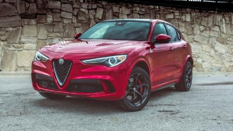 Alfa Romeo Stelvio Quadrifoglio e Jeep Trailcat Supercar Night Parade
