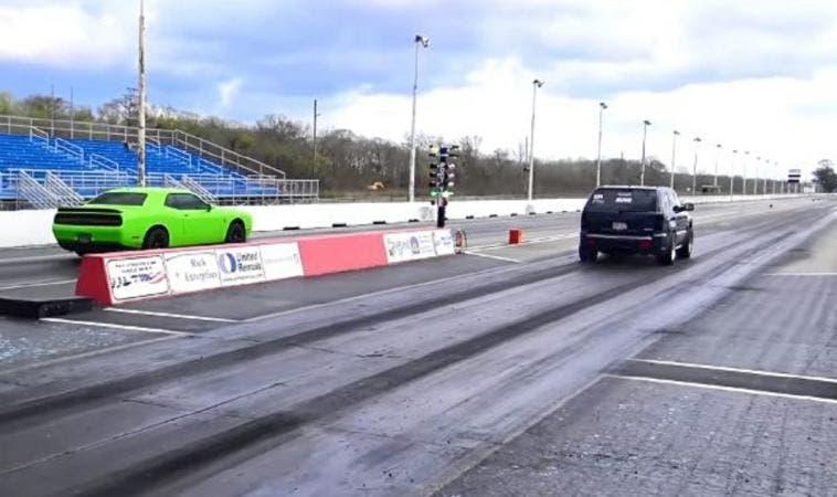 Dodge Challenger Hellcat vs Jeep Grand Cherokee SRT8