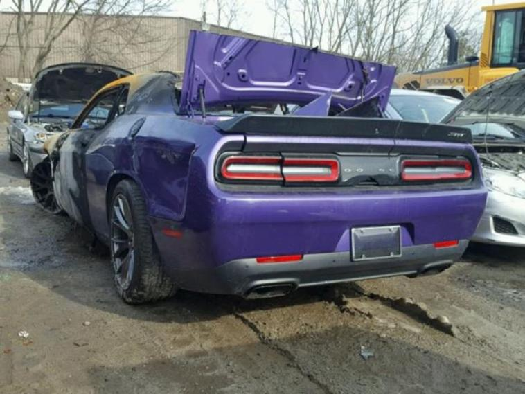 Dodge Challenger SRT Hellcat incendio