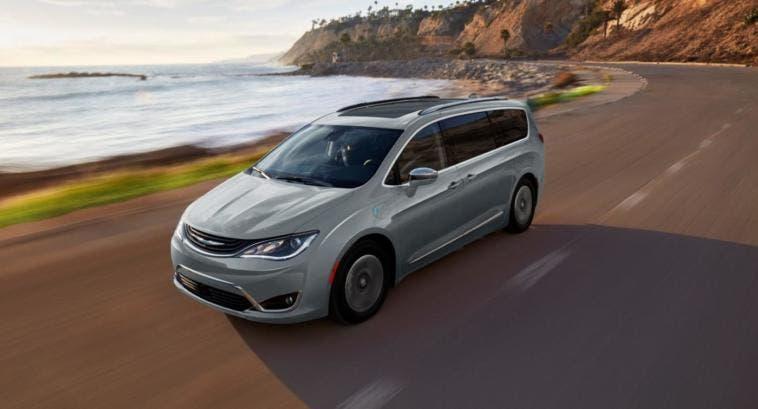 FCA fornirà 62 mila Chrysler Pacifica ibride a Google per guida autonoma