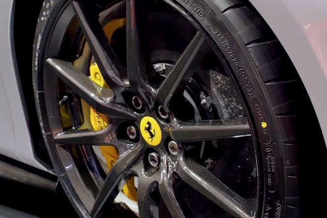 Ferrari 488 Pista cerchi carbonio