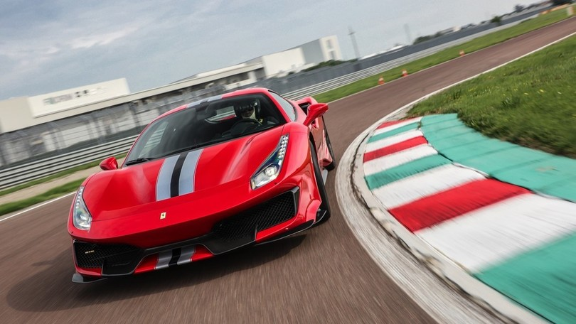 Ferrari 488 Pista gialla video