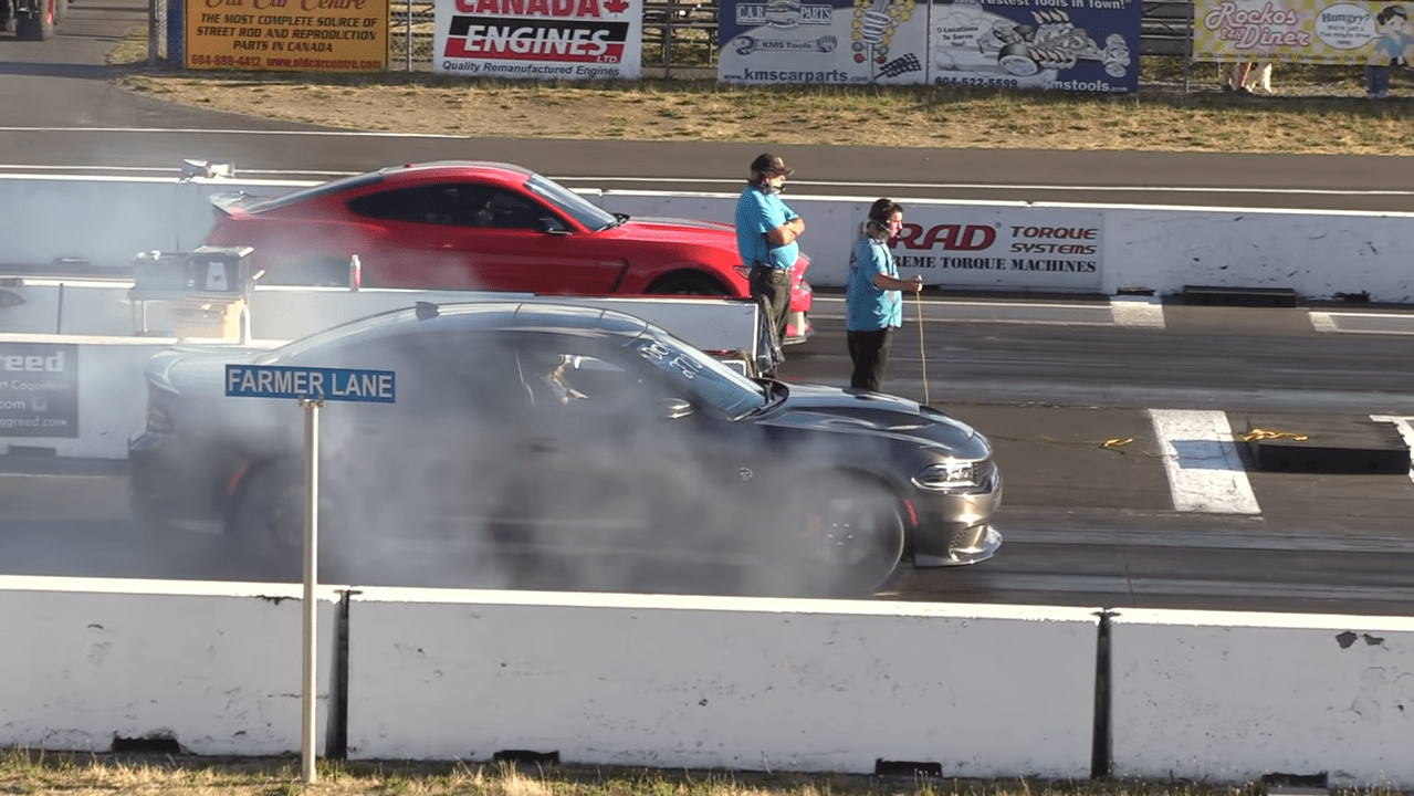 Dodge Charger SRT Hellcat vs Ford Mustang Shelby GT350 video
