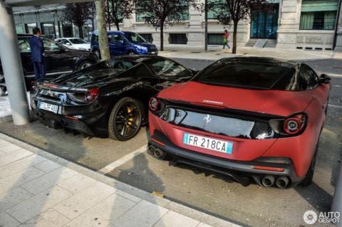 Ferrari Portofino rosso-nera opaca