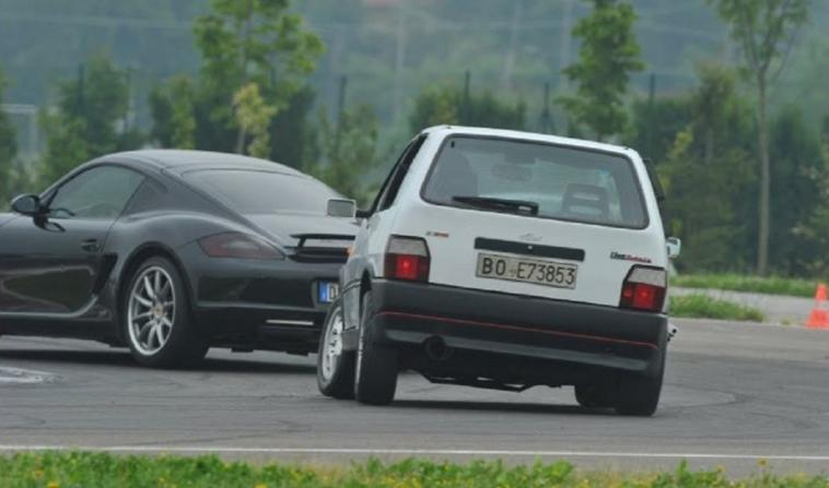 Fiat Uno Turbo vs Porsche Cayman S video