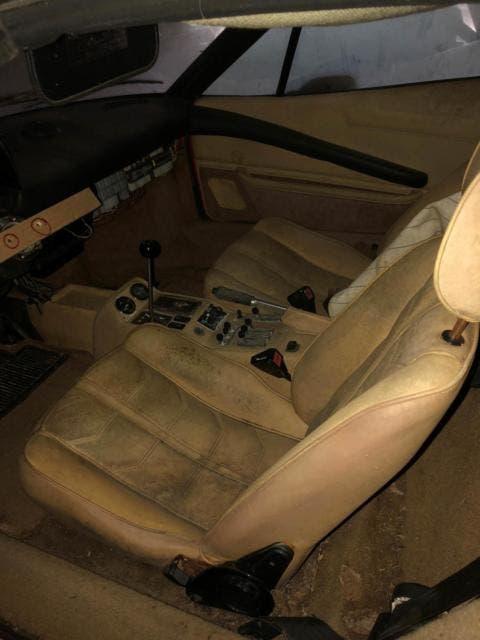 Ferrari 308 GTS giovane statunitense vecchio garage