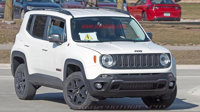 Jeep Renegade ibrido foto spia