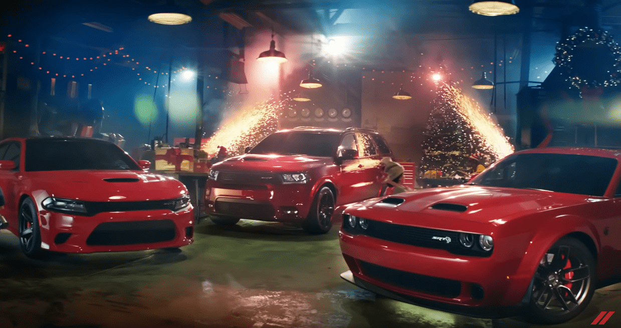 Dodge Challenger SRT Hellcat Redeye slitta Babbo Natale