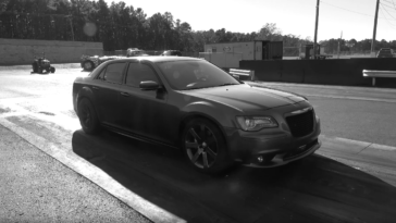 Chrysler 300 SRT8 motore Hellcat video