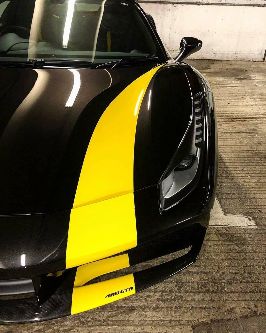Ferrari 488 GTB nero giallo