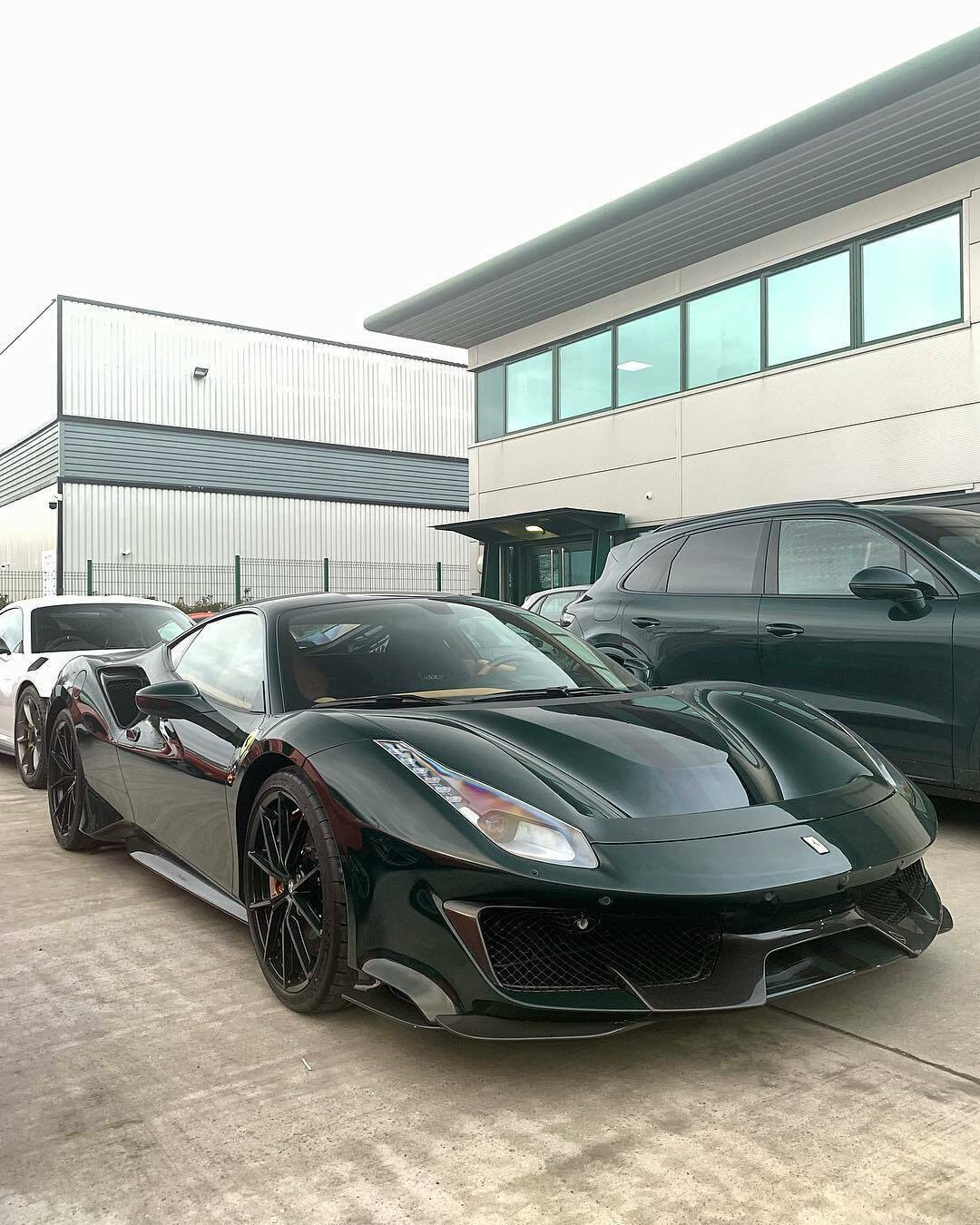 Ferrari 488 Pista British Racing Green cerchi verdi