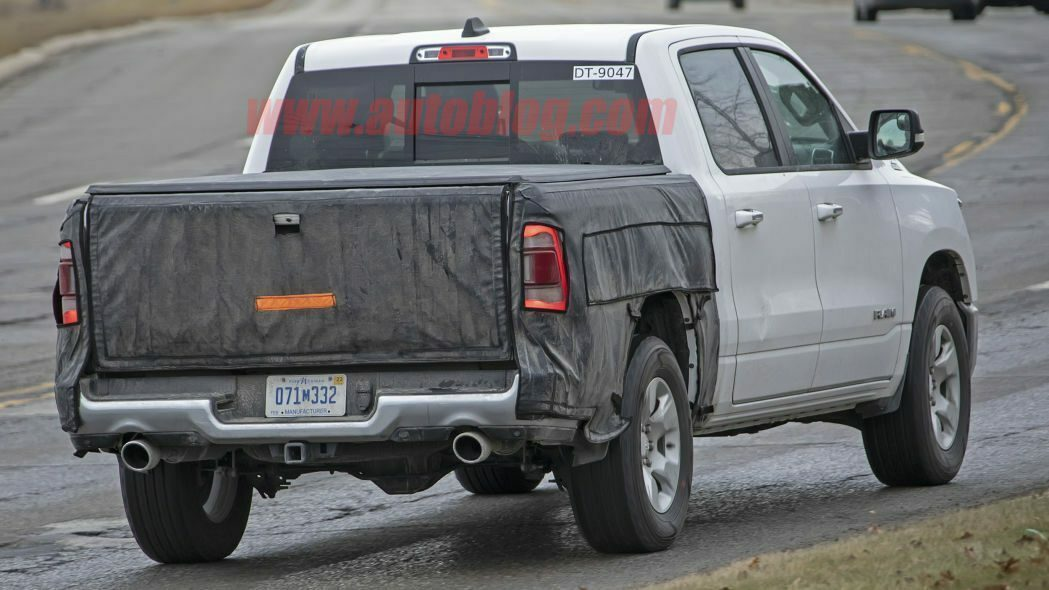 Ram 1500 2019 foto spia nuovo portellone posteriore