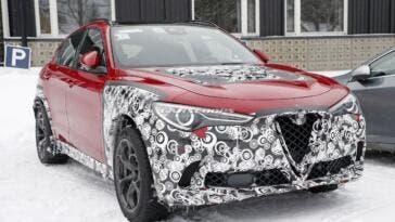 Alfa Romeo Stelvio nuovo restyling foto spia