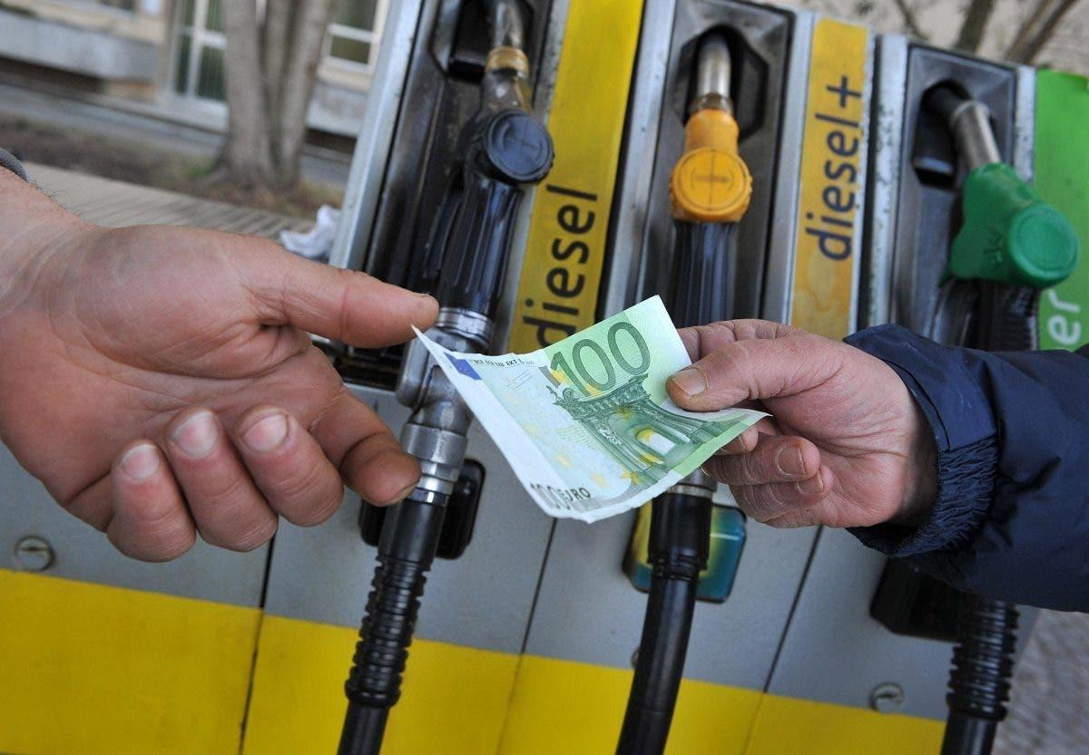 Carburanti prezzi aumento marzo