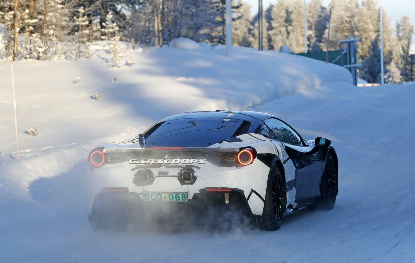 ferrari  avvistata la nuova supercar ibrida con motore v6