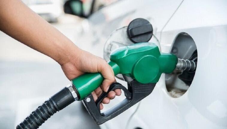 Benzina prezzo 2 euro autostrada
