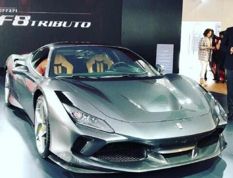 Ferrari F8 Tributo grigia