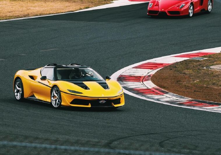 Ferrari J50 giallo