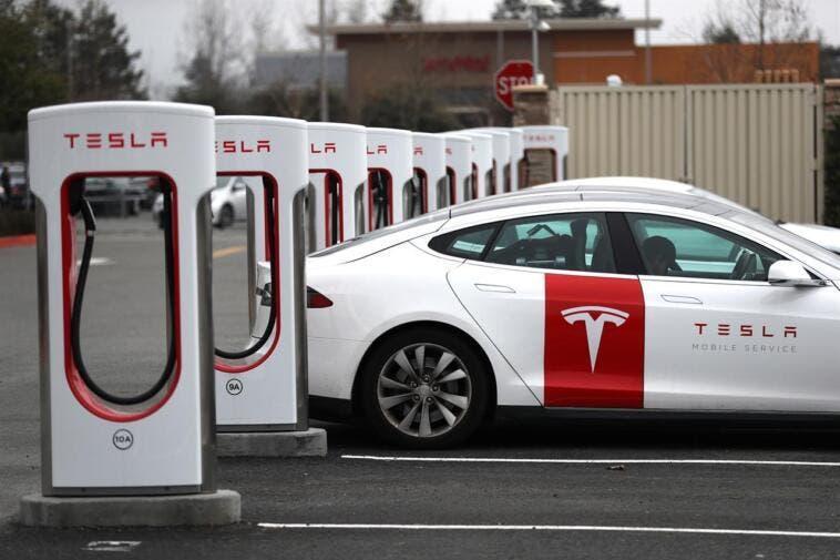 Fca: accordo con Tesla per ridurre le emissioni