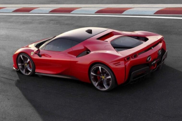 Ferrari SF90 Stradale - Presentazione Rossa