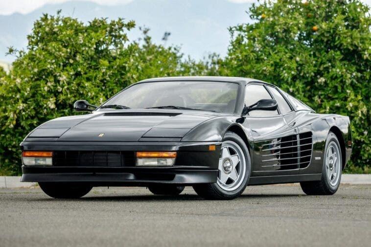 Ferrari Testarossa nera asta