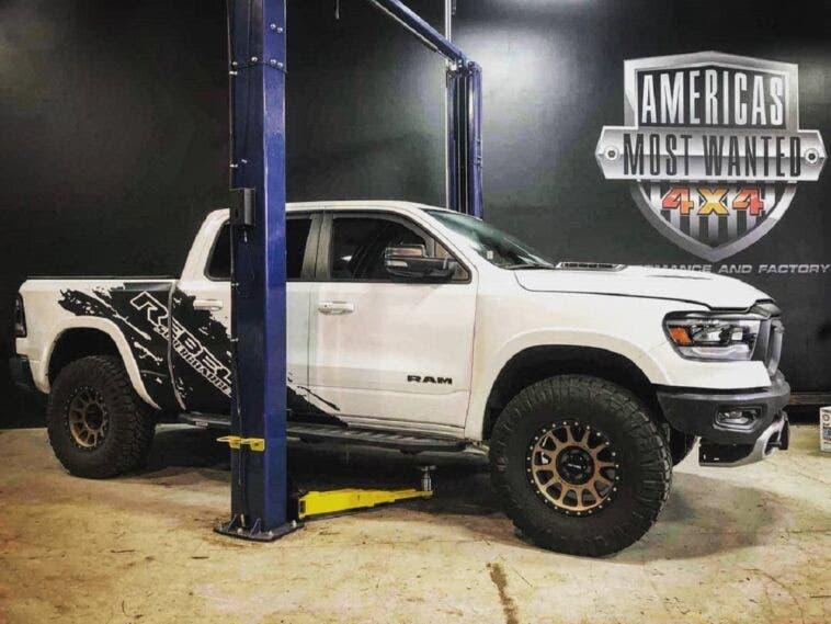 Ram 1500 Rebel 2019 trasformato nel modello TRX con motore ...