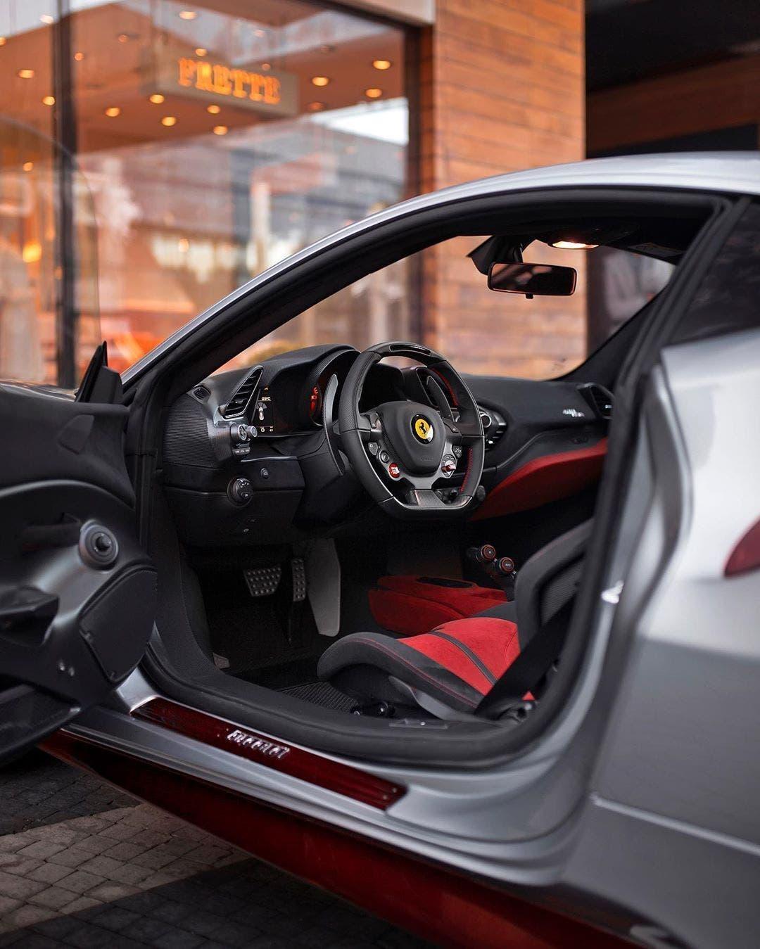 Ferrari 488 Pista argento