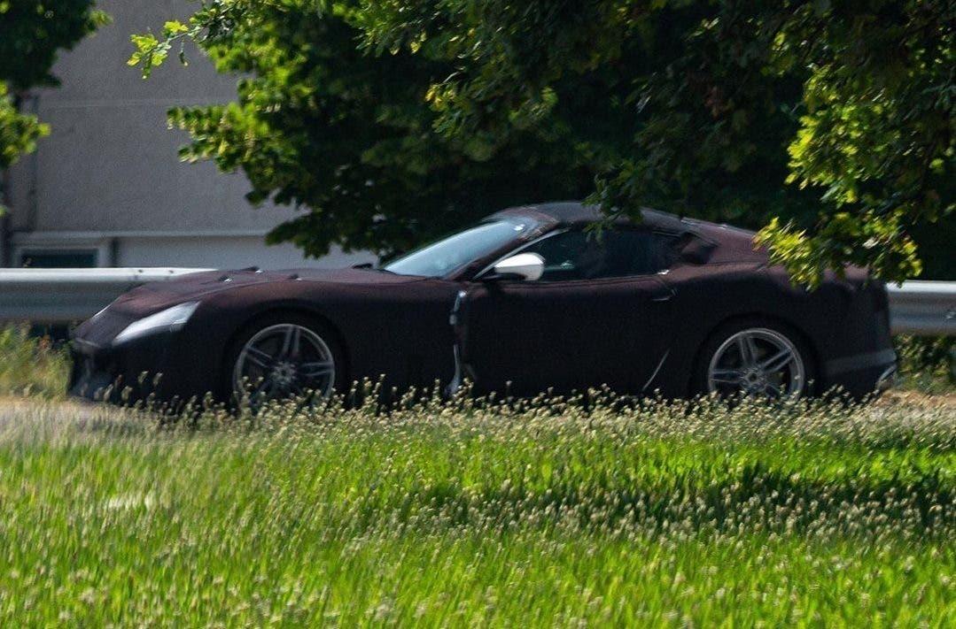Ferrari 812 Spider foto spia