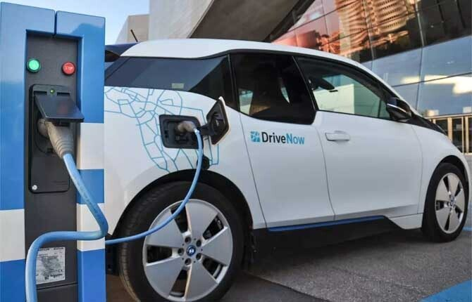Francia dal 2040 solo auto elettriche