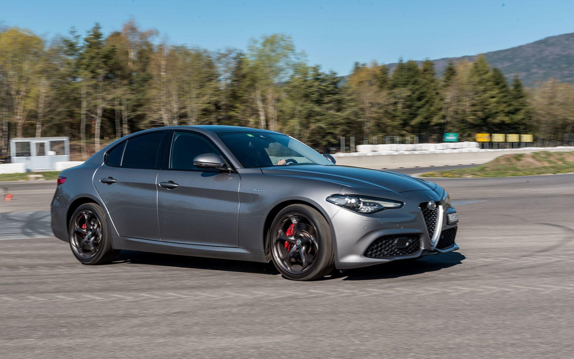Alfa Romeo 4C >> Alfa Romeo Giulia Veloce di Pogea Racing: più potenza per ...