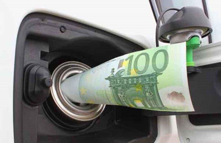Aumento IVA prezzi carburante