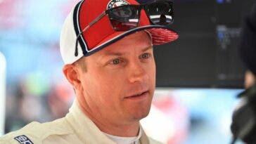Kimi Raikkonen primo piano con cappellino e occhiali da sole