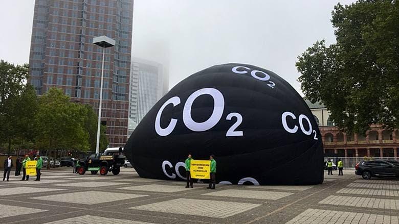 Greenpeace protesta Salone di Francoforte