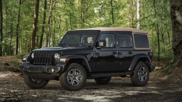 Jeep Wrangler Black & Tan 2020