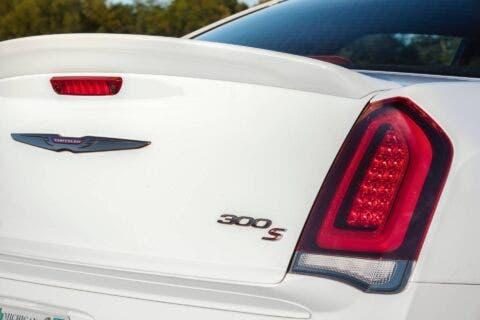 Nuova Chrysler 300S Red S Appearance