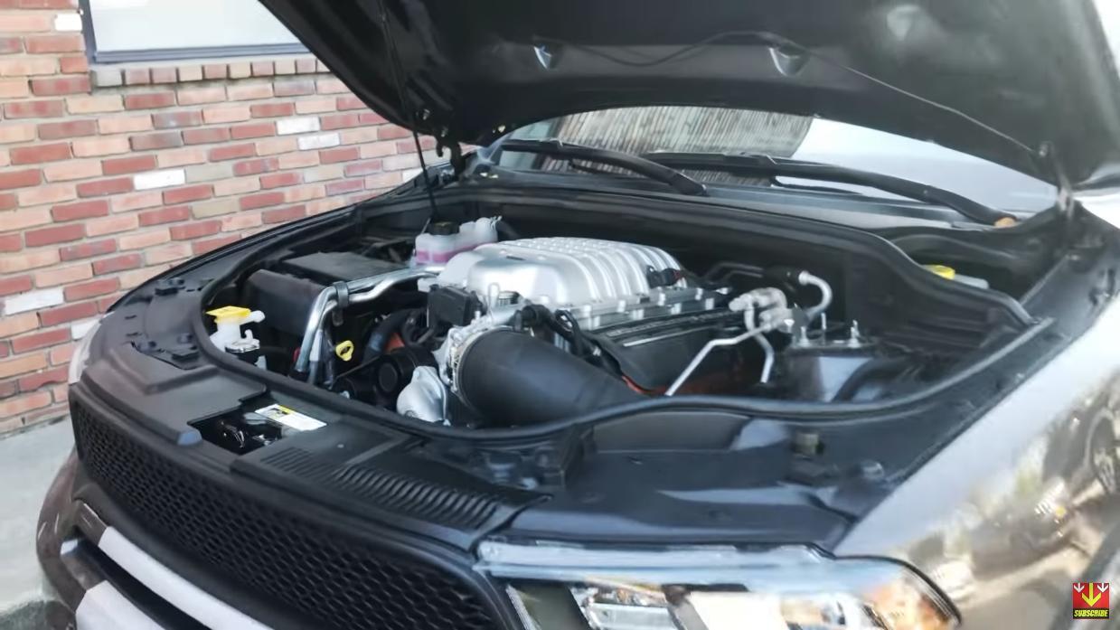 Dodge Durango SRT motore Hellcat cofano Demon