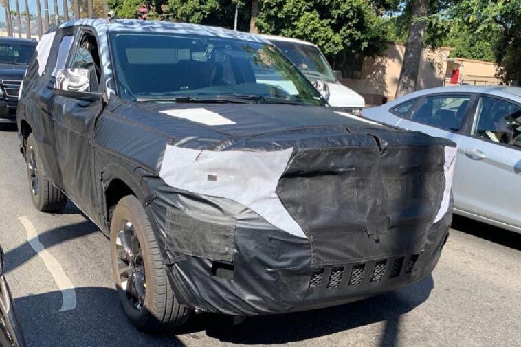 Nuovo Jeep Grand Cherokeee foto spia LA