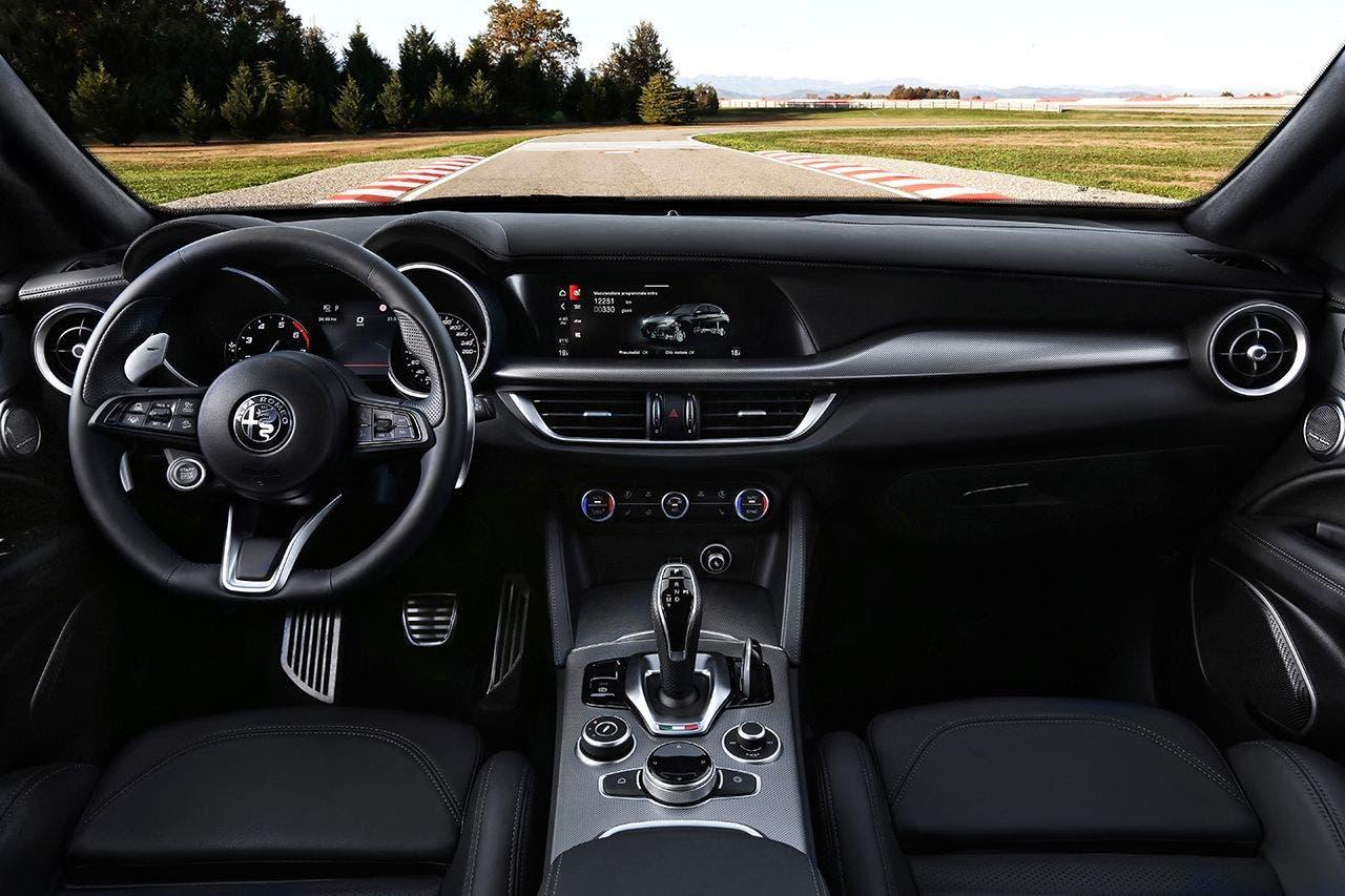Abitacolo interno dell'Alfa Romeo Stelvio MY 2020