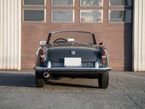 Alfa Romeo Giulietta Spider Veloce interni
