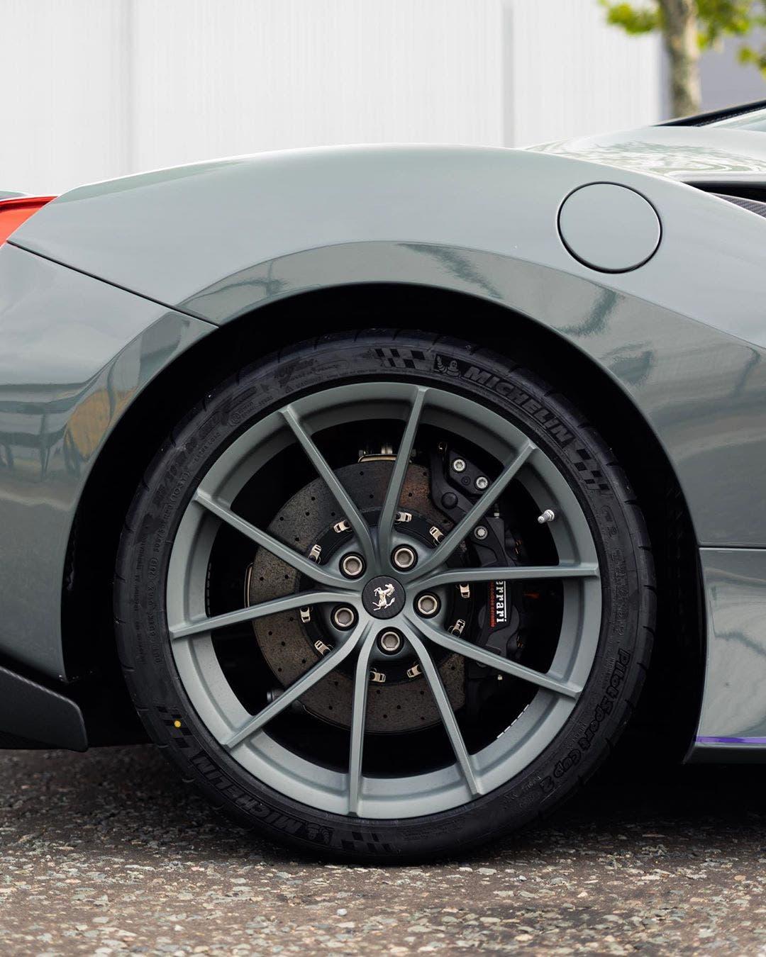 Ferrari F8 Tributo Imagined As A Spider: Ferrari 488 Pista: Ecco Un Esemplare Rivestito In Grigio