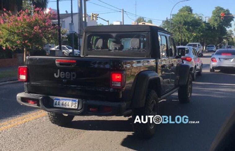 Jeep Gladiator versione brasiliana foto spia