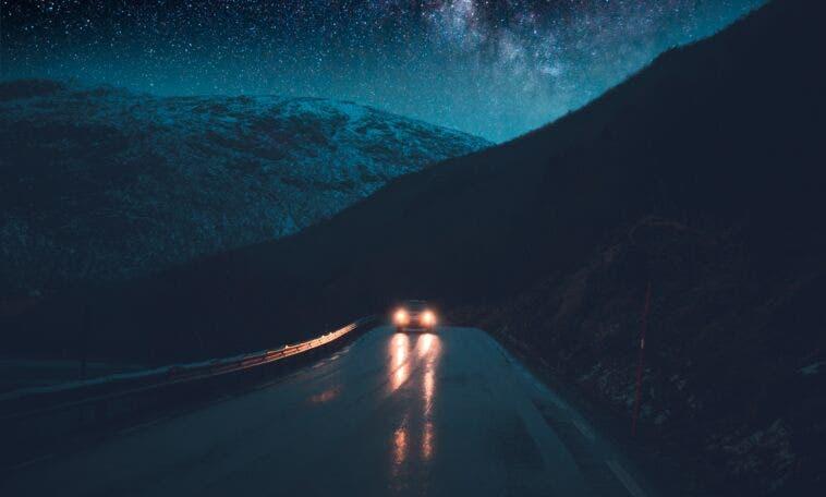 Problemi vedere di notte in auto