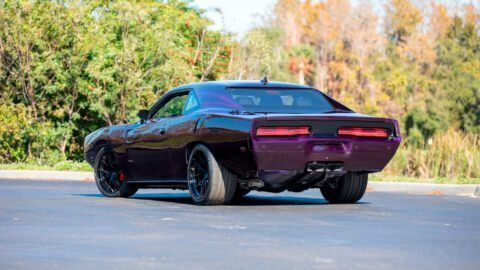 Dodge Challenger SRT Hellcat conversione Charger asta