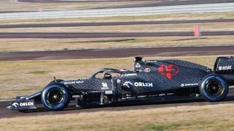 Alfa Romeo Racing C39 _ 8