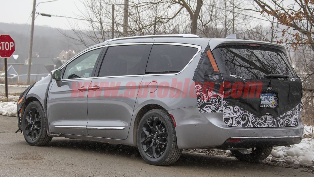 Chrysler Pacifica 2021 foto spia