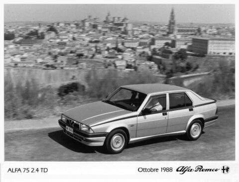 Alfa Romeo 75 - 9