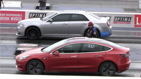 Chrysler 300 SRT vs Tesla Model 3 Wheels