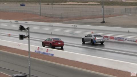 Chrysler 300 SRT vs Tesla Model 3 Wheels